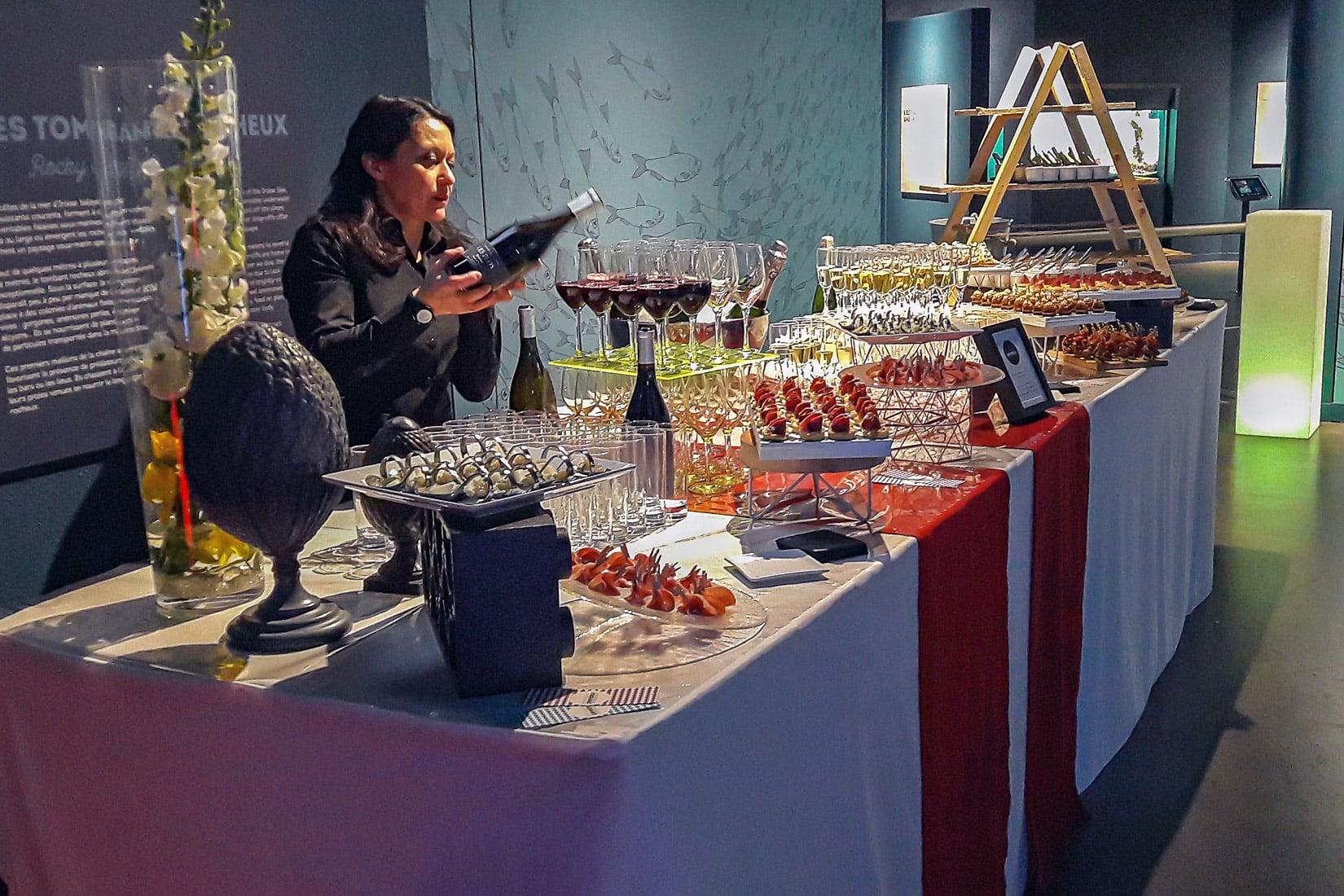 Buffet dressé dans l'espace Minilab du pavillon Bretagne d'Océanopolis