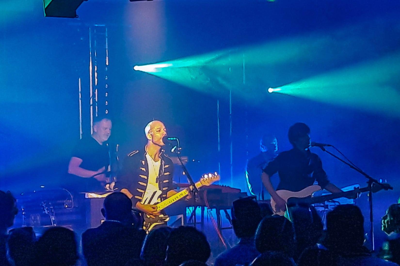 Concert en soirée lors d'un événement d'entreprise dans le pavillon événementiel d'Océanopolis.
