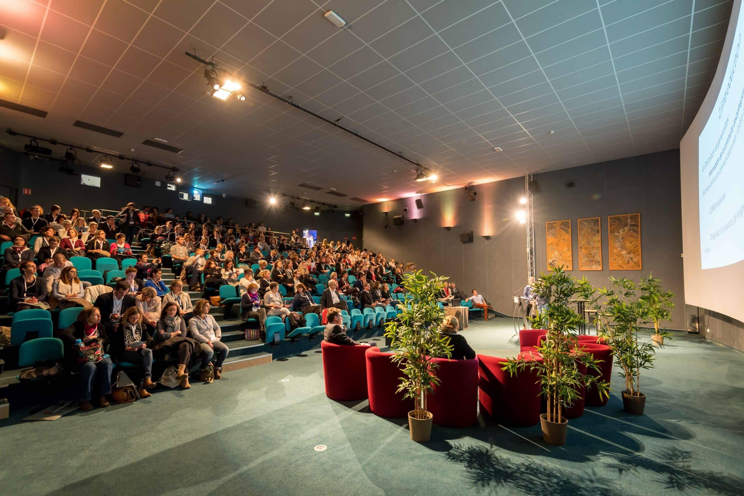 Réunion dans l'auditorium M.Dufresne d'Océanopolis