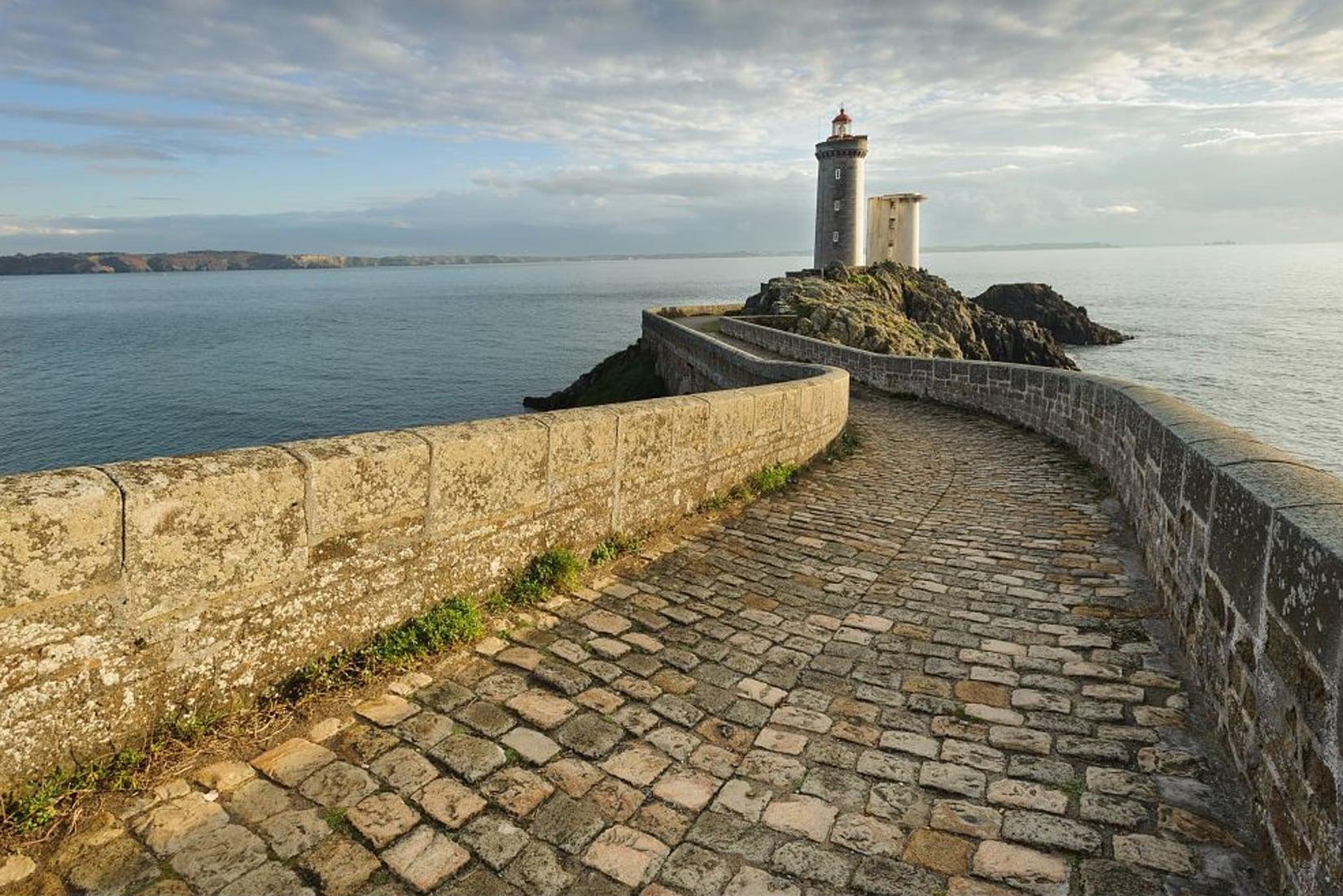 Le phare de la pointe du Petit Minou et la rade de Brest © BERTHIER Emmanuel - CRTB