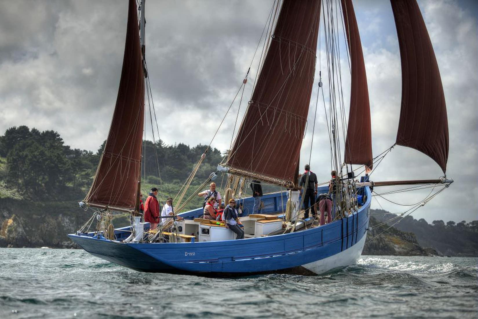Le bateau le Saint-Guénolé navigue sur la mer © GLADU Ronan - CRTB