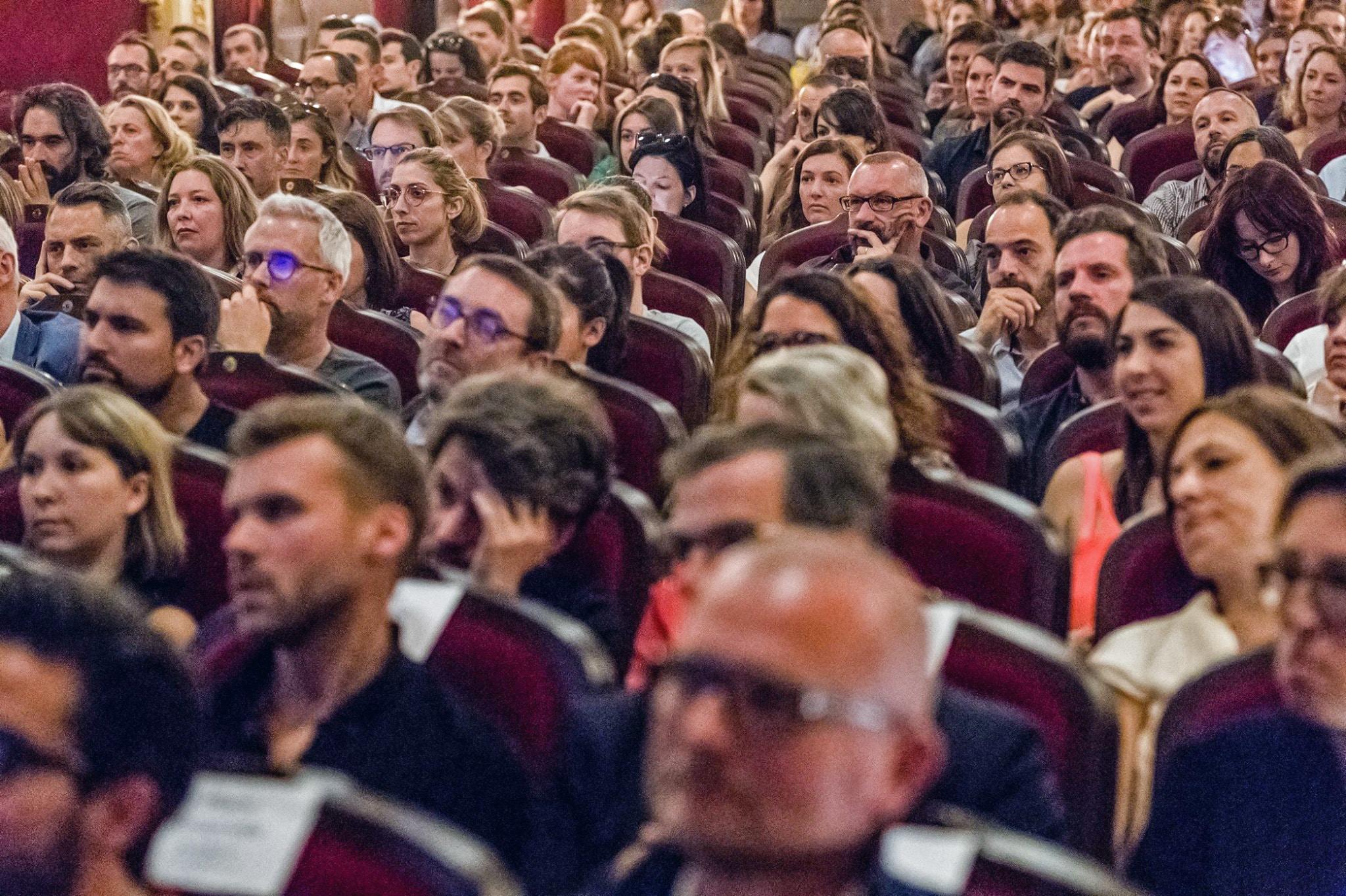 Le public lors de la remise des prix Com&Medias 2019 © Garnier Studios