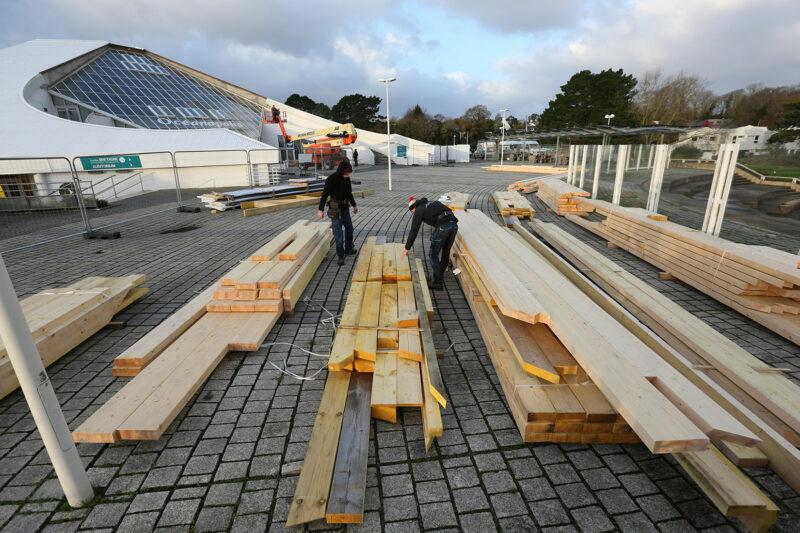 Mise en place de l'échafaudage pour changer la verrière du pavillon Bretagne - © Océanopolis