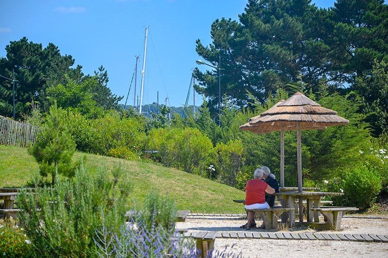 Déjeunez sur place dans les jardins d'Océanopolis - © Océanopolis